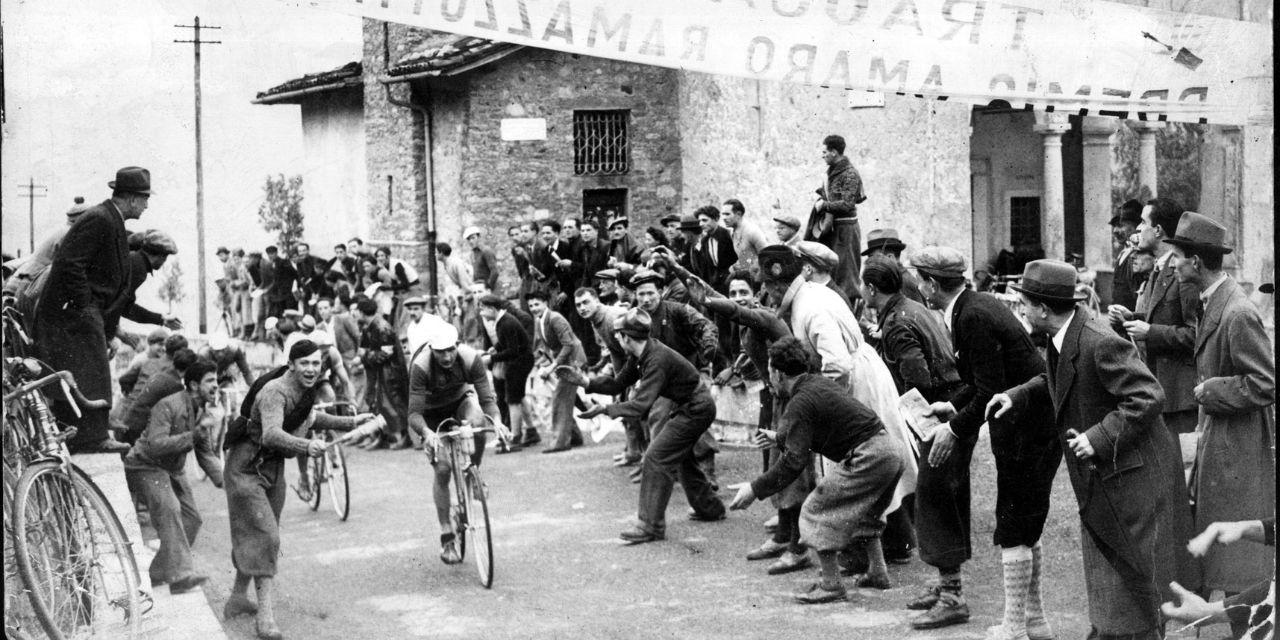 Sommità del Ghisallo durante Il Lombardia del 1939